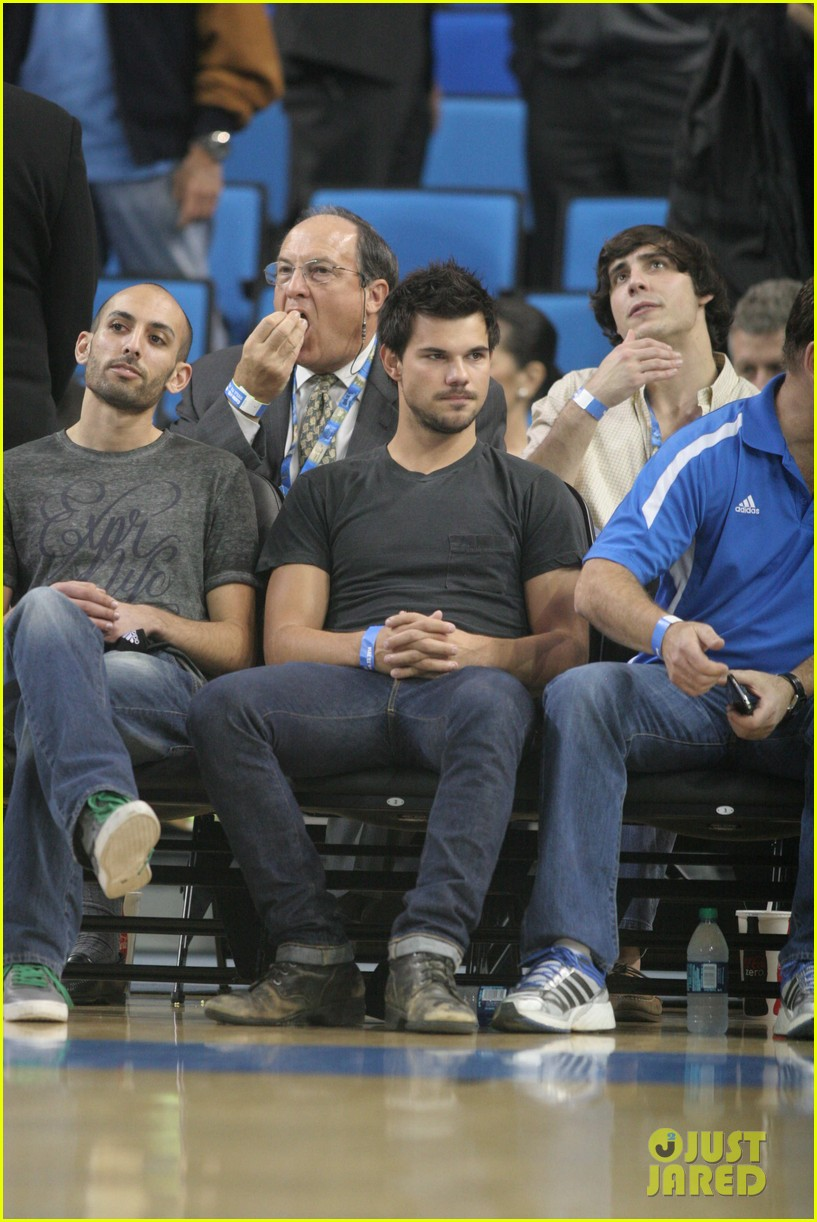 taylor lautner cheers on ucla at basketball game 073039201