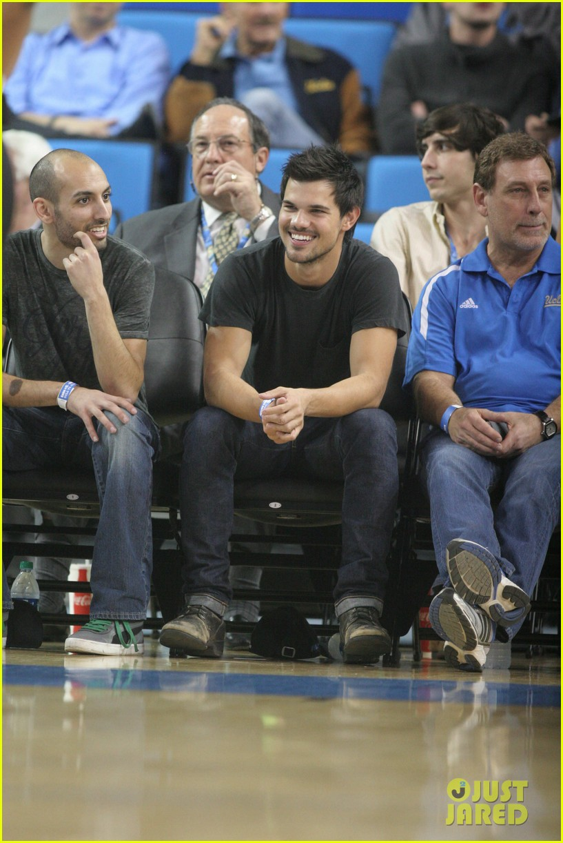 taylor lautner cheers on ucla at basketball game 093039203
