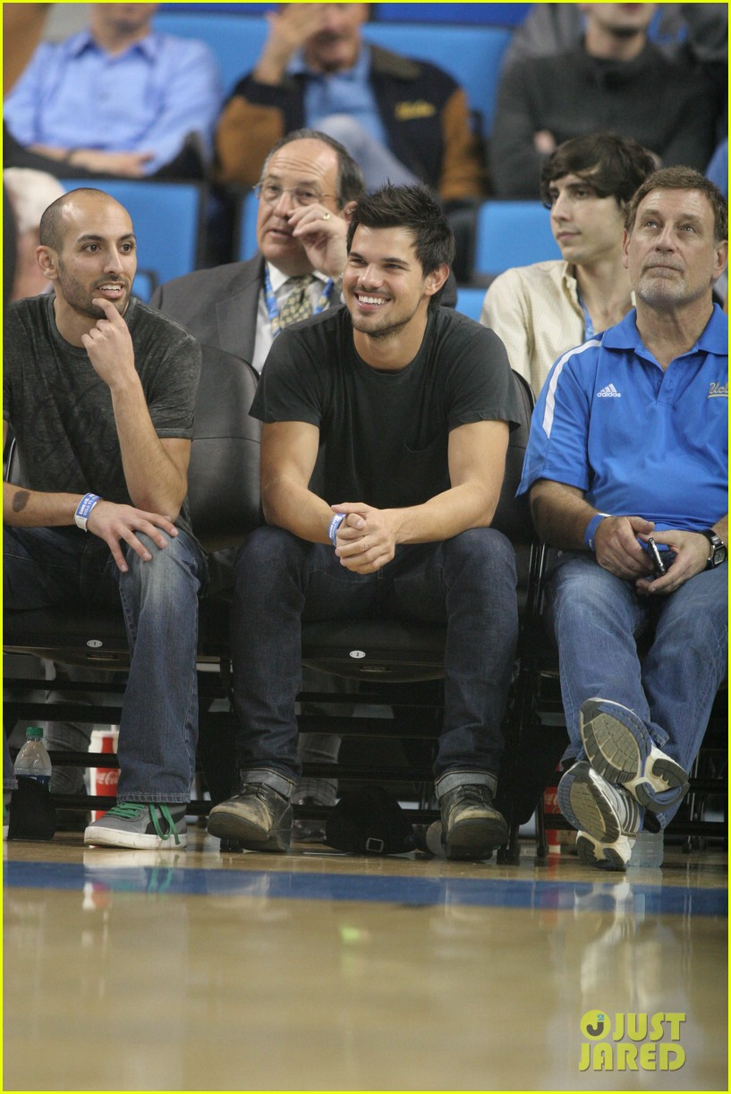 taylor lautner cheers on ucla at basketball game 103039204