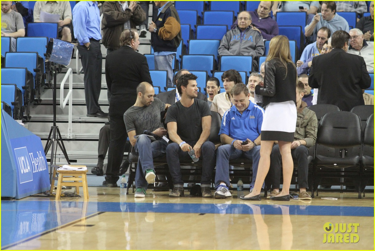 taylor lautner cheers on ucla at basketball game 11