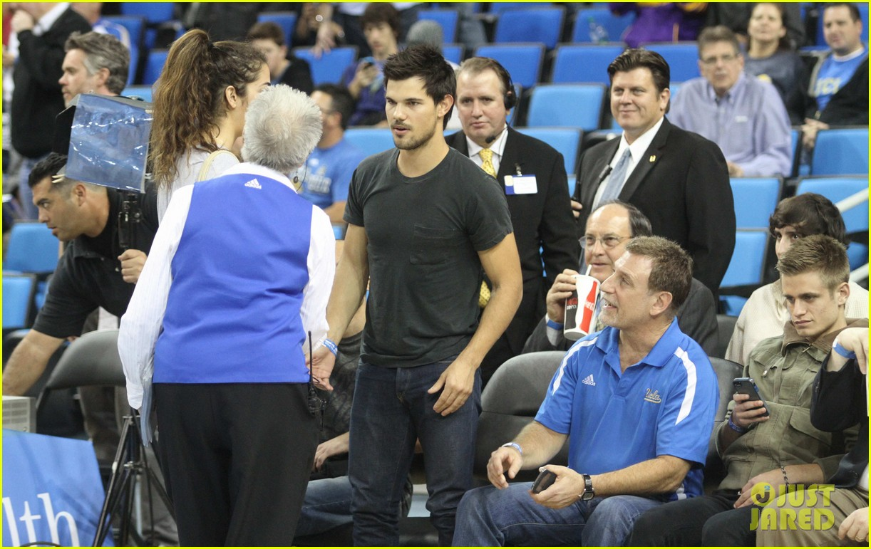 taylor lautner cheers on ucla at basketball game 123039206
