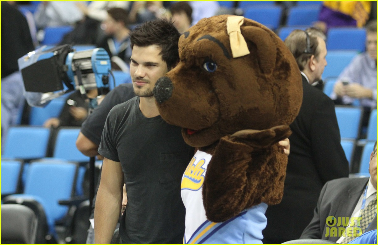 taylor lautner cheers on ucla at basketball game 133039207