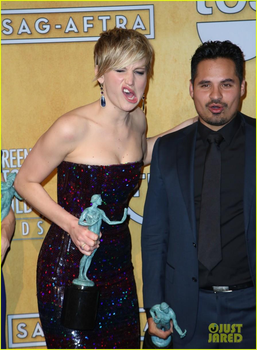 jennifer lawrence funny faces in sag awards press room 383035333