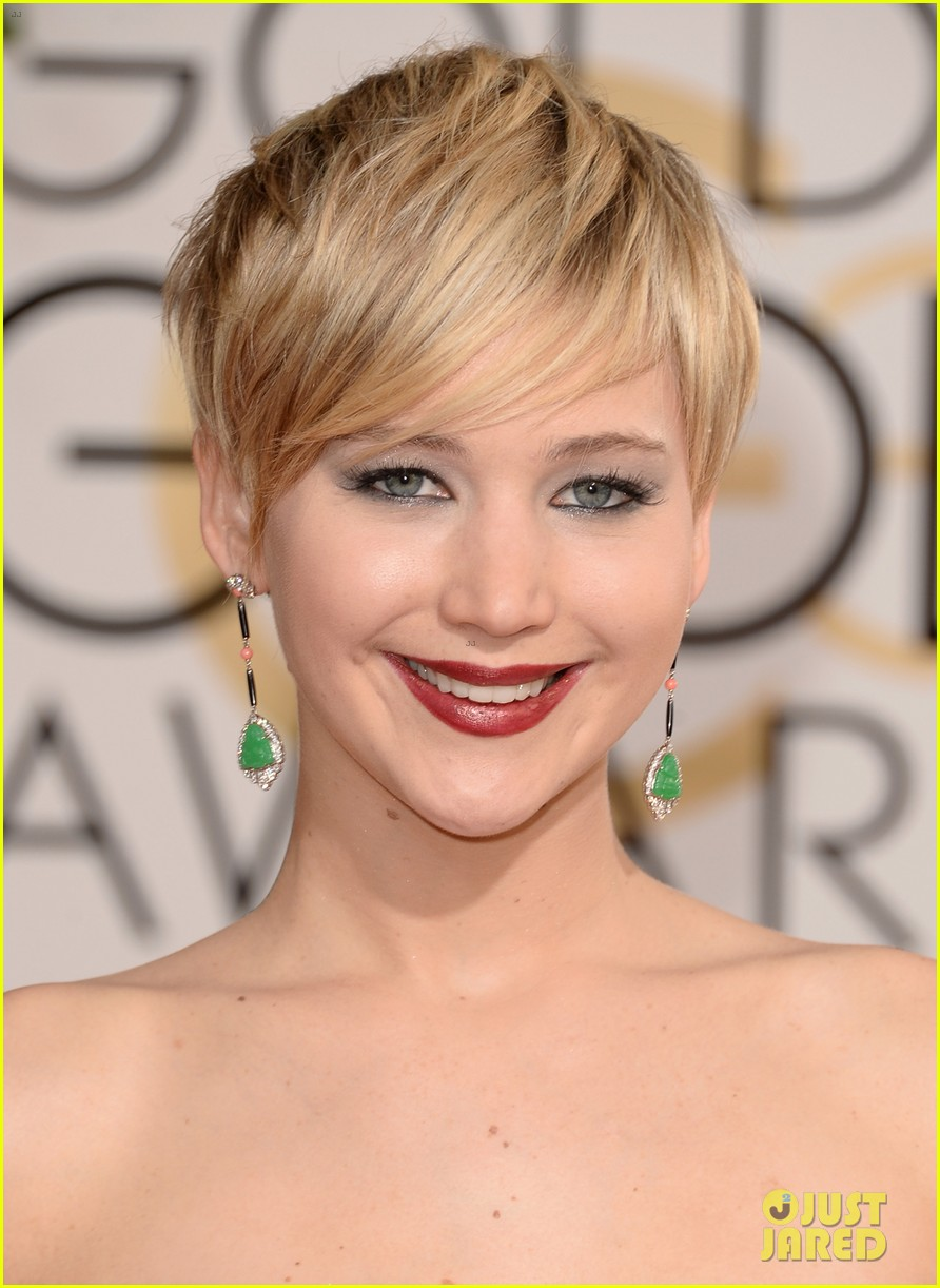 jennifer lawrence golden globes 2014 red carpet 06