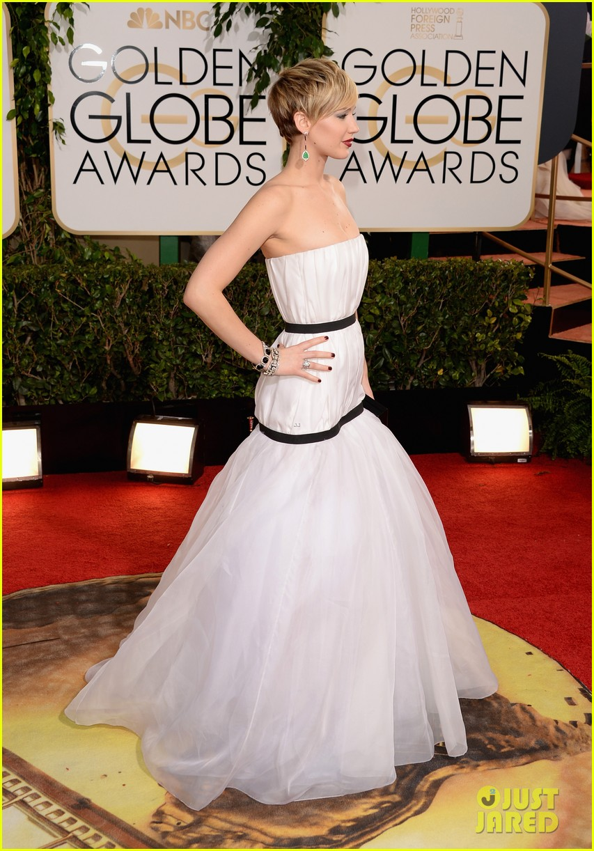 jennifer lawrence golden globes 2014 red carpet 12
