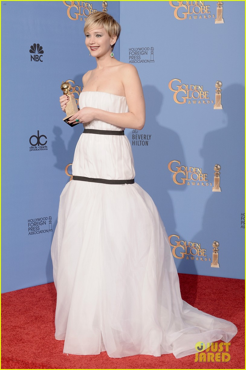 jennifer lawrence shows off golden globe in press room photos 203029436