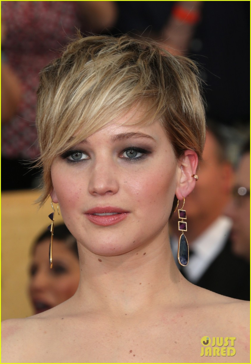 jennifer lawrence sag awards 2014 red carpet 153034674