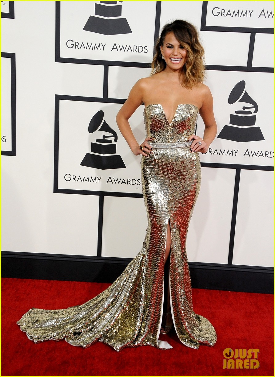 chrissy teigen john legend grammys 2014 red carpet 05