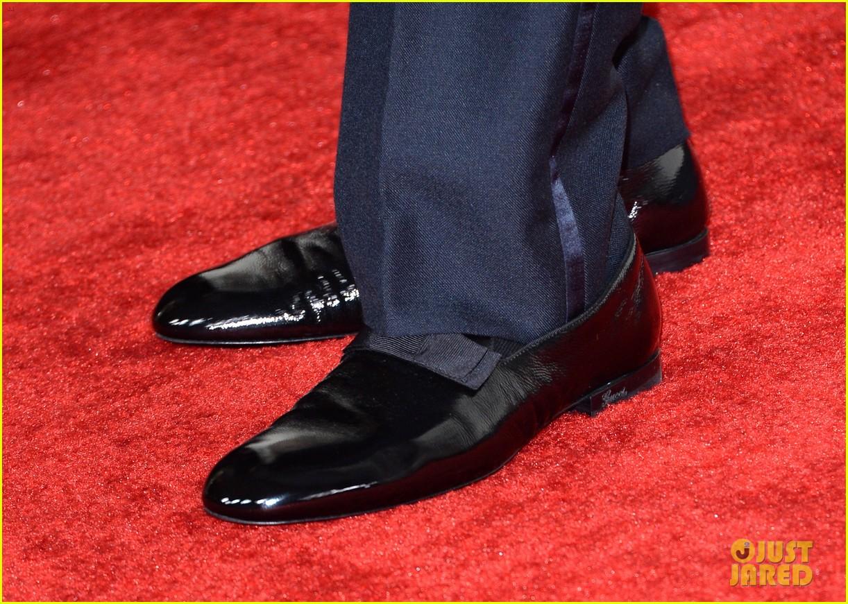 chrissy teigen john legend grammys 2014 red carpet 073041220