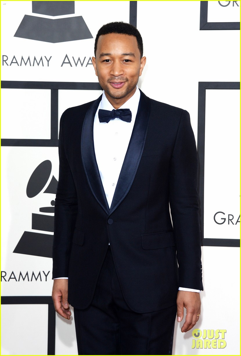 chrissy teigen john legend grammys 2014 red carpet 10