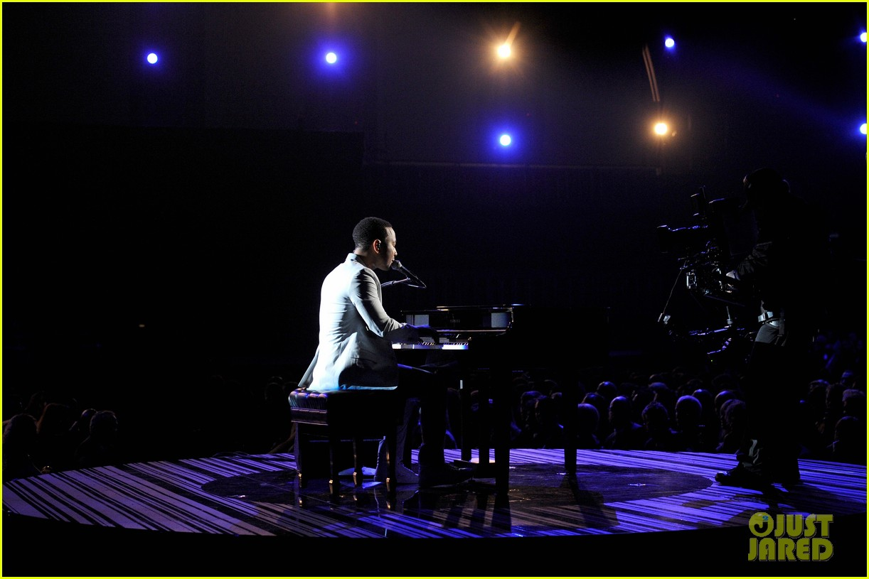 john legend performs all of me at grammys 2014 video 013041339