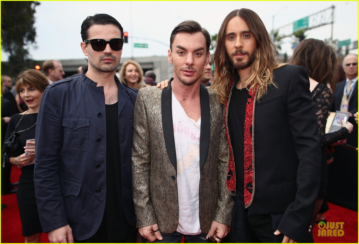 jared leto 30 seconds to mars grammys 2014 red carpet 023041281