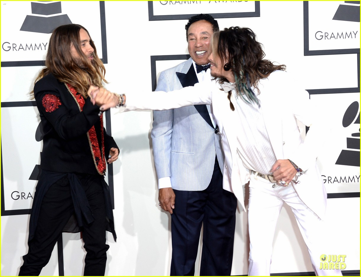 jared leto 30 seconds to mars grammys 2014 red carpet 06
