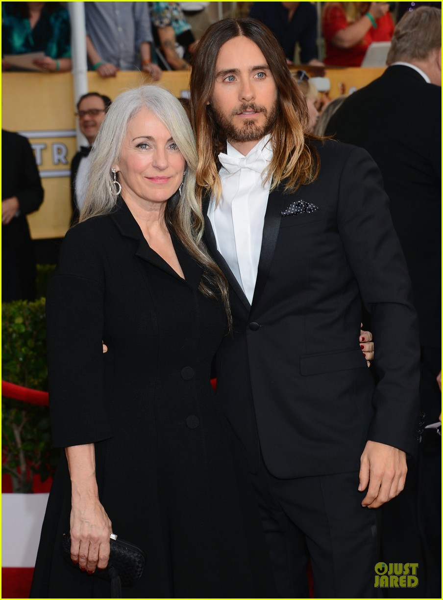 jared leto sag awards 2014 red carpet with mom constance 023034631