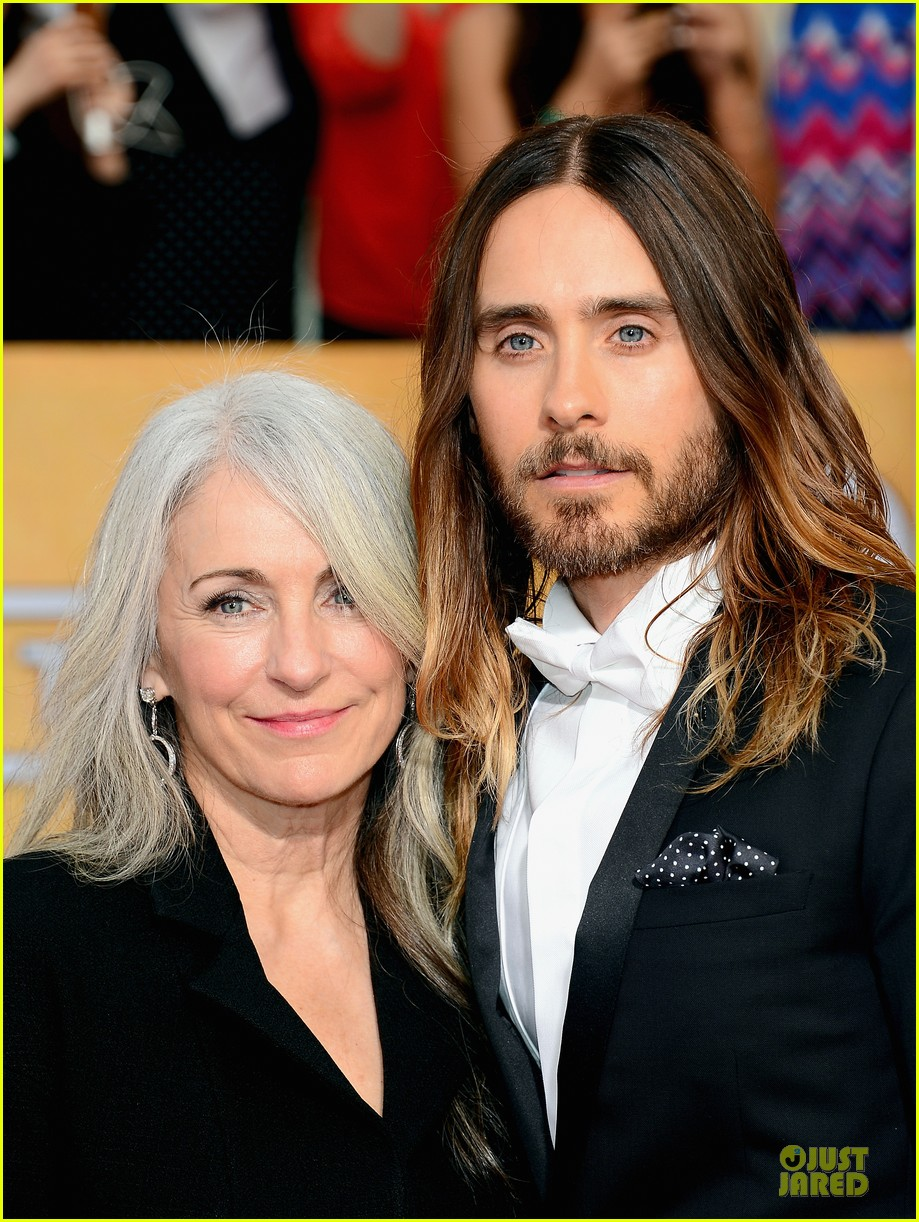 jared leto sag awards 2014 red carpet with mom constance 043034633