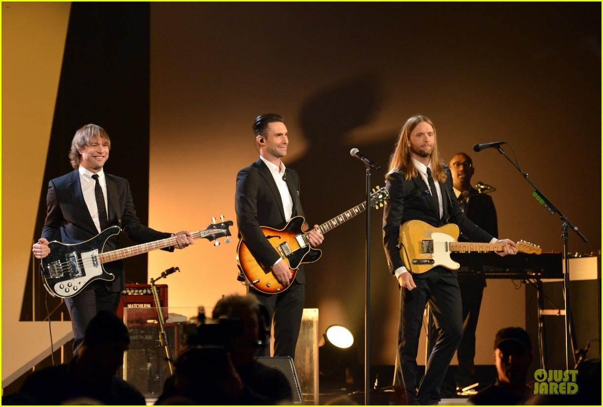 adam levine behati prinsloo backstage at beatles tribute 083042566