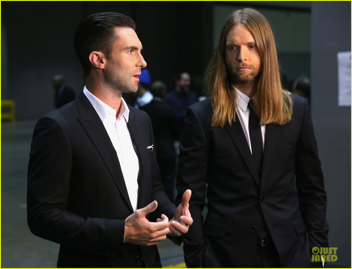 adam levine behati prinsloo backstage at beatles tribute 123042570
