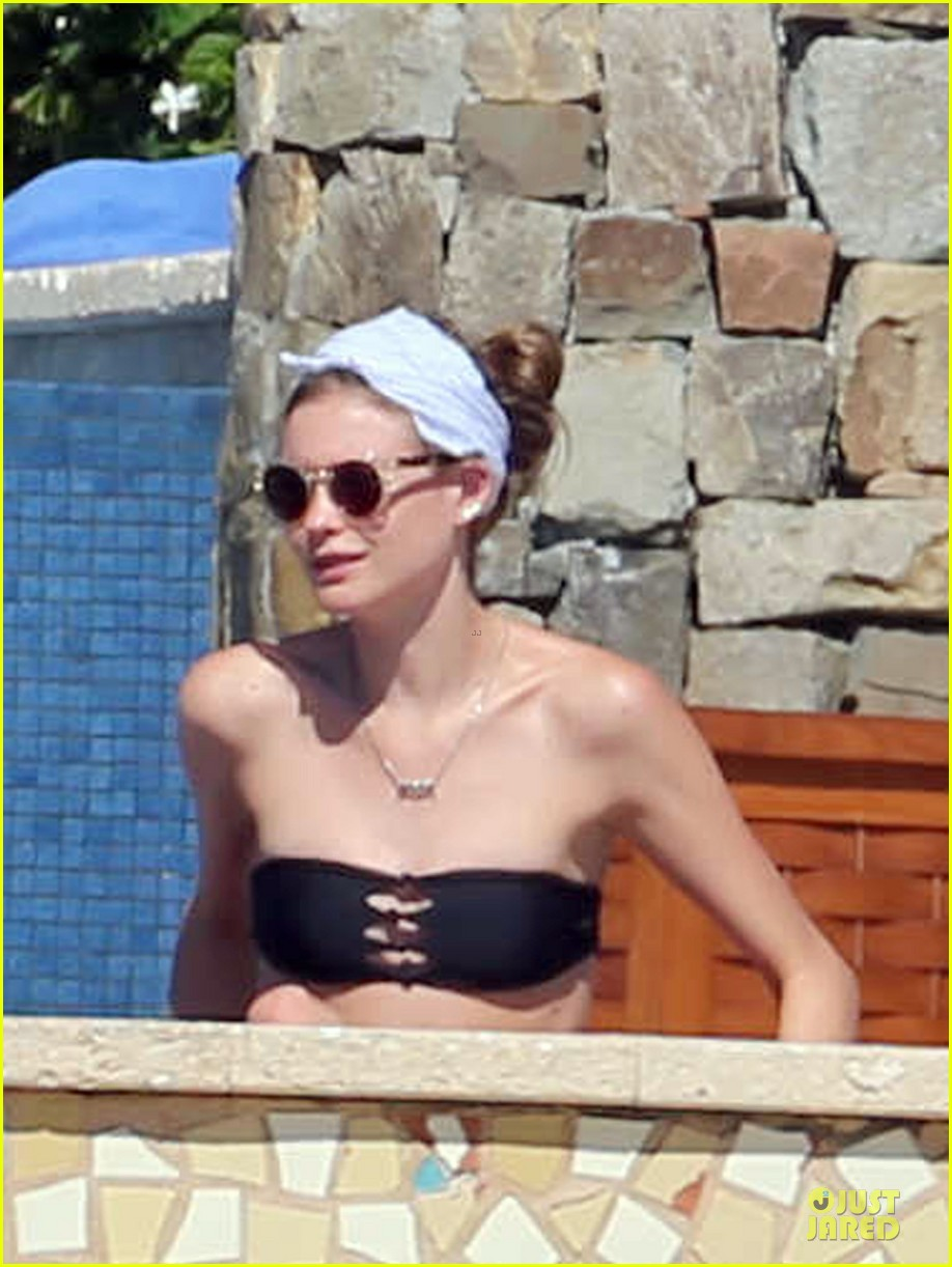 adam levine behati prinsloo cabo vacation in the new year 043022467