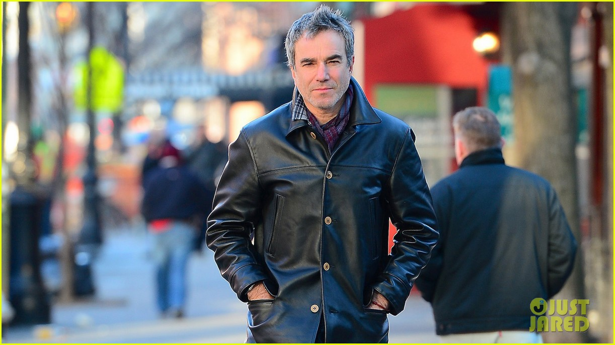 daniel day lewis starts week with soho stroll 023031052