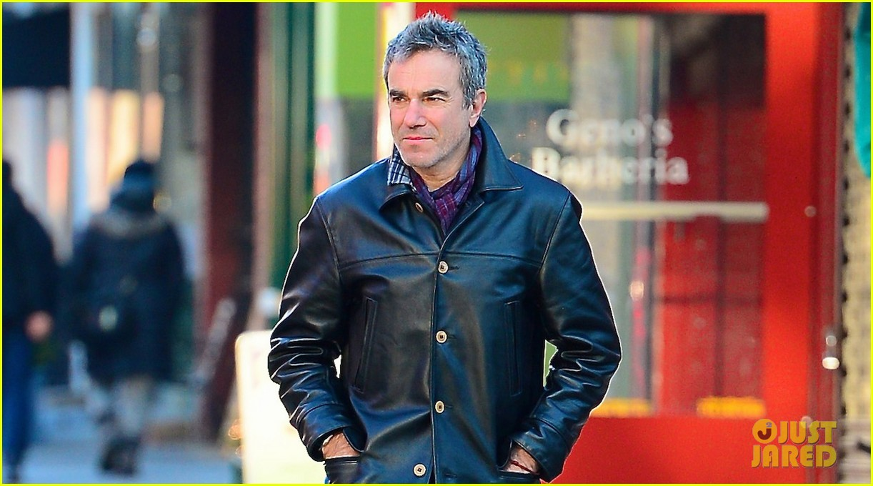 daniel day lewis starts week with soho stroll 033031053