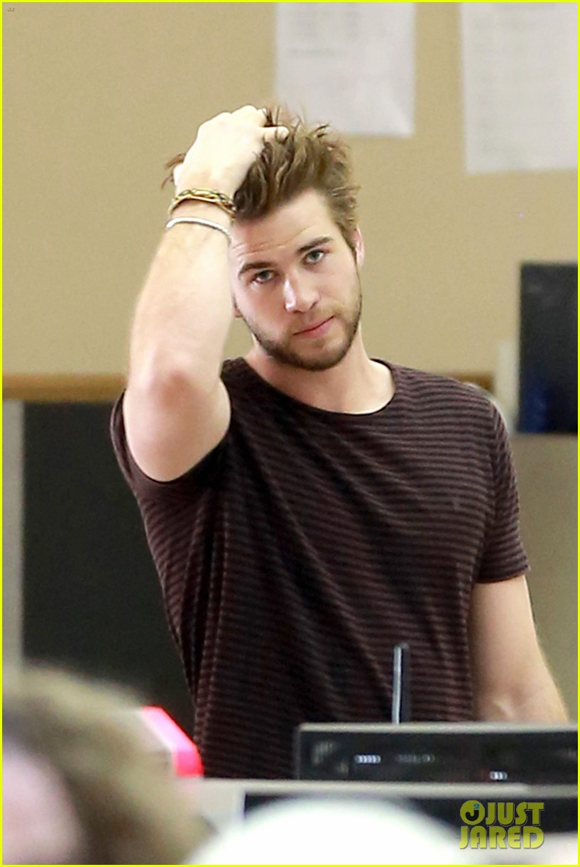 liam hemsworth catching fire set to surpass iron man 3 domestically 013023134