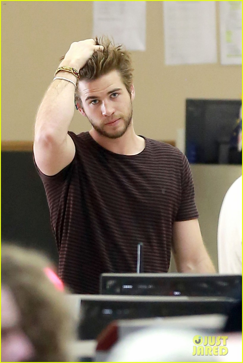 liam hemsworth catching fire set to surpass iron man 3 domestically 083023141