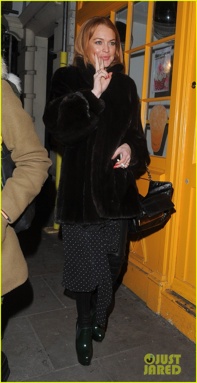 lindsay lohan enjoys the night life in london 043035435