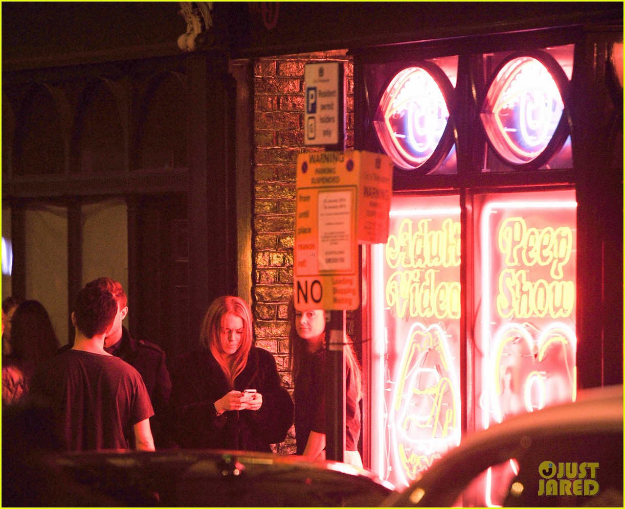 lindsay lohan enjoys the night life in london 053035436