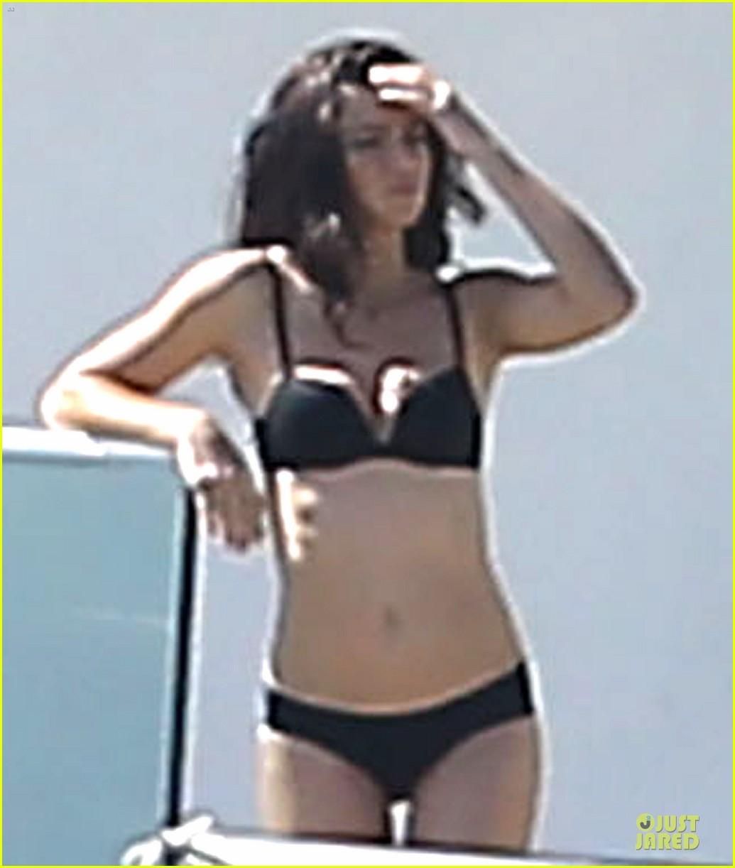 adriana lima rocks black bikini for victorias secret shoot 123034487