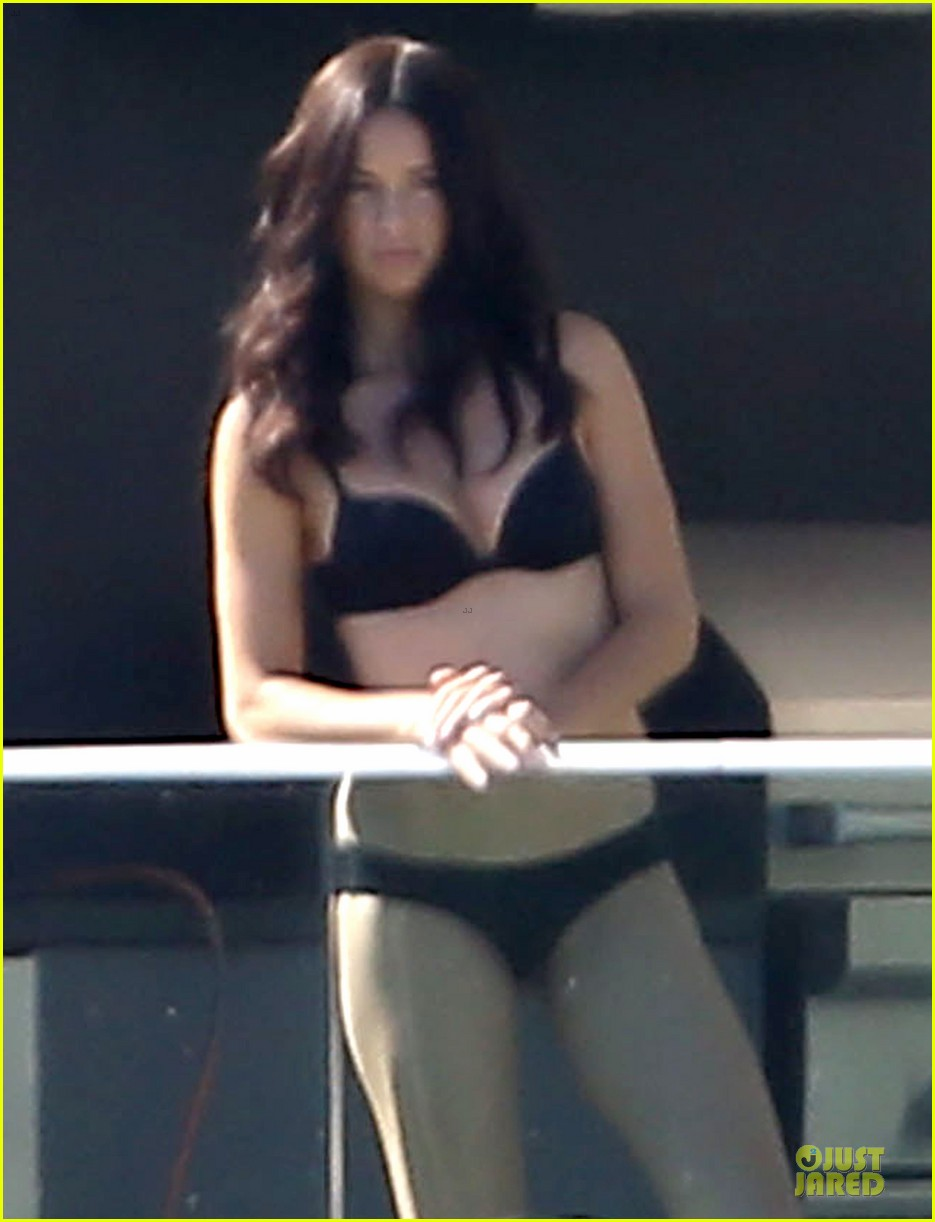 adriana lima rocks black bikini for victorias secret shoot 233034498