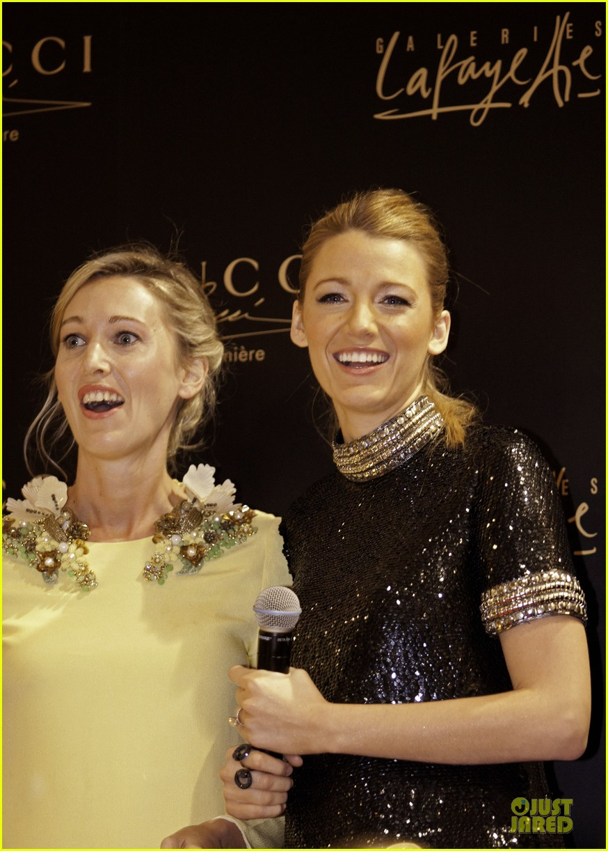blake lively gucci premiere photo call 033022130