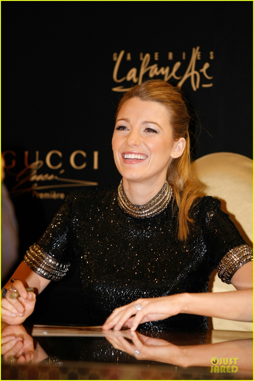 blake lively gucci premiere photo call 11
