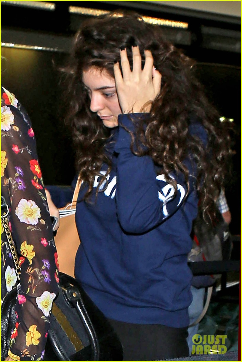 lorde leaves los angeles after big grammys night 043042798
