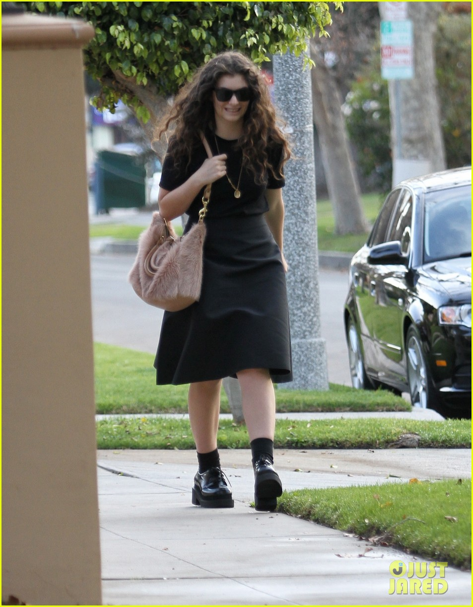 lorde leaves los angeles after big grammys night 053042799