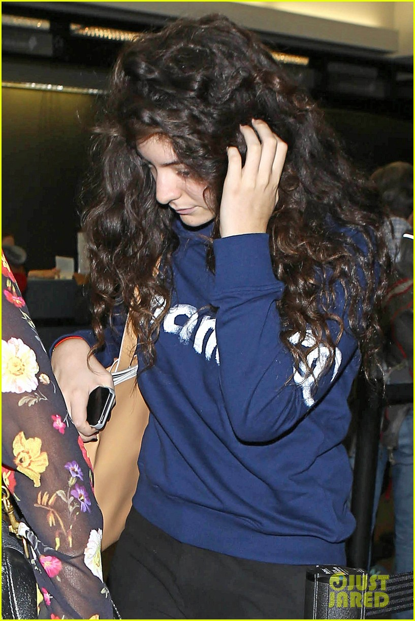 lorde leaves los angeles after big grammys night 063042800