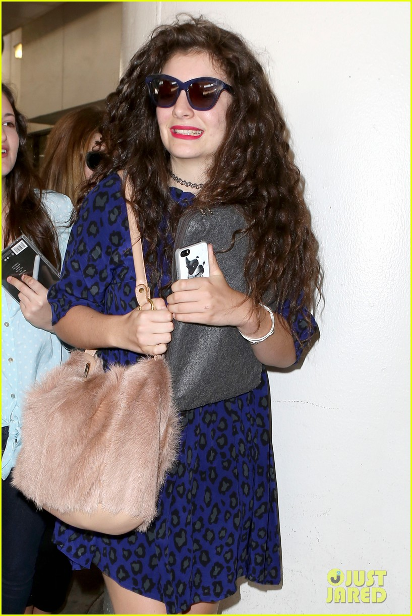 lorde arrives in town for grammy awards 2014 073038476