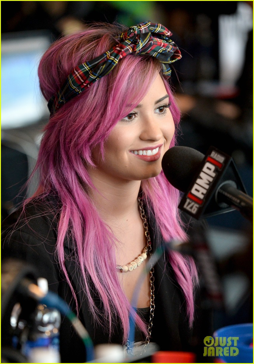 demi lovato shows off new pink hair for grammys interviews 033040238