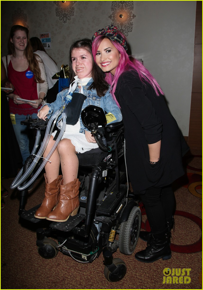 demi lovato shows off new pink hair for grammys interviews 043040239