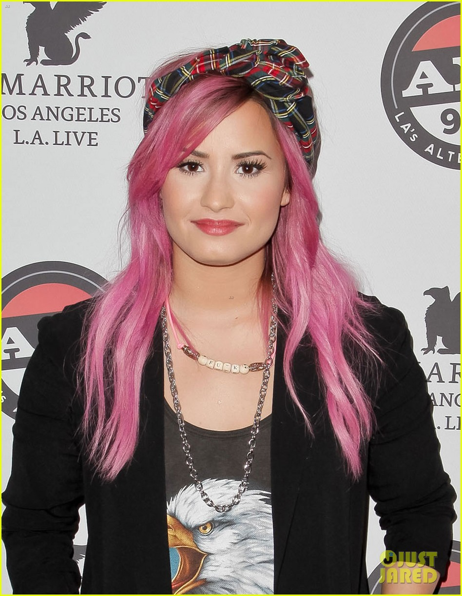 demi lovato shows off new pink hair for grammys interviews 053040240