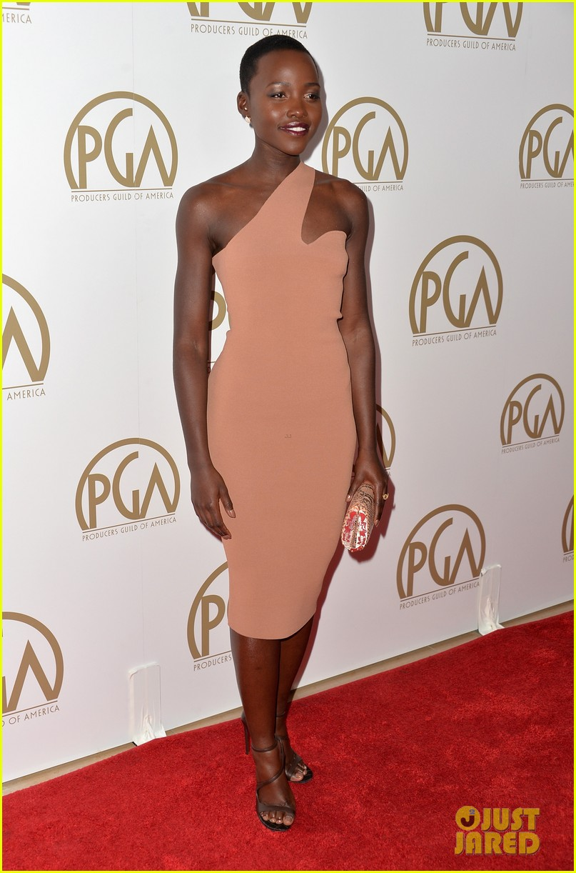 lupita nyongo producers guild awards 2014 red carpet 02