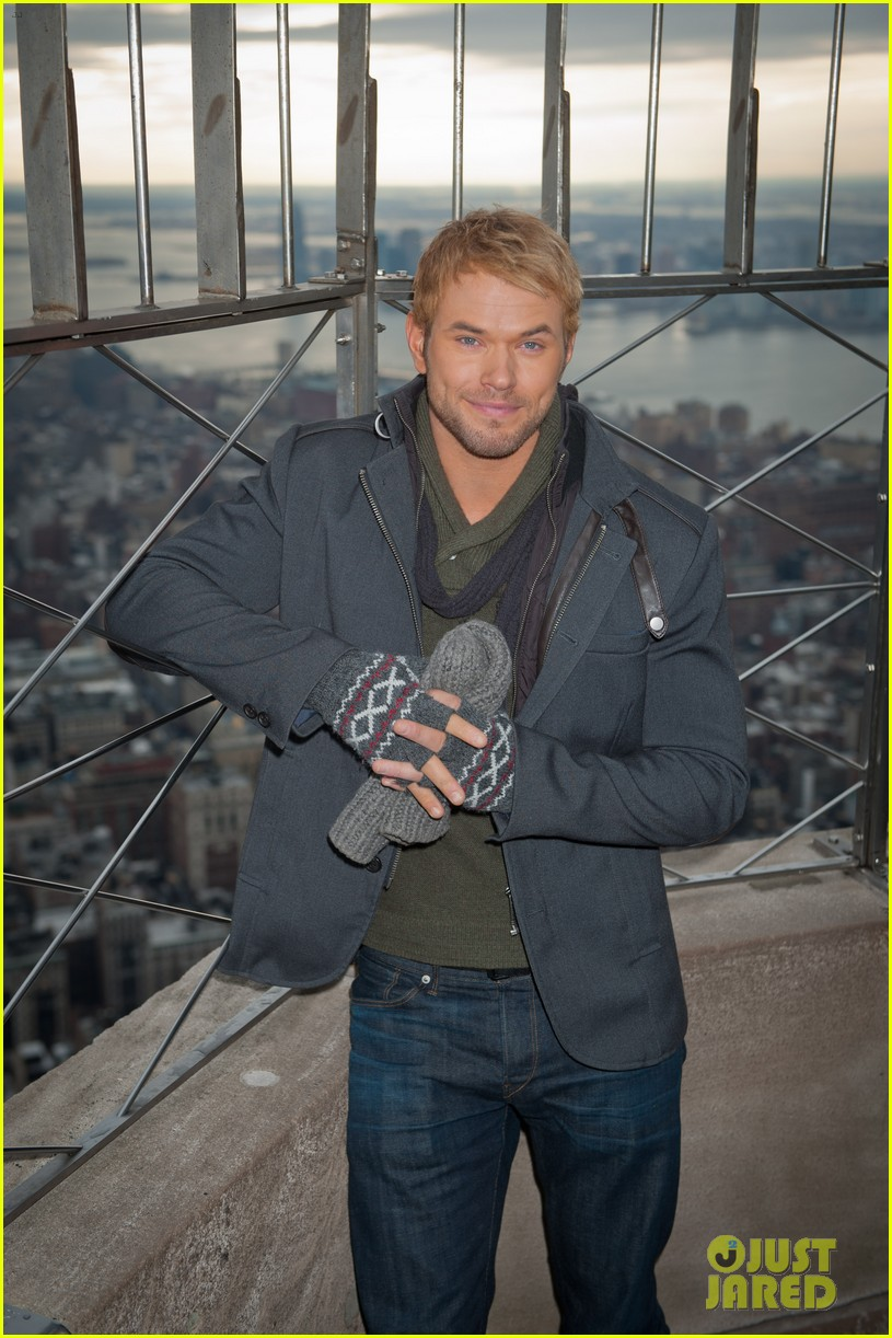 kellan lutz does a bollywood workout on kelly michael 053025444