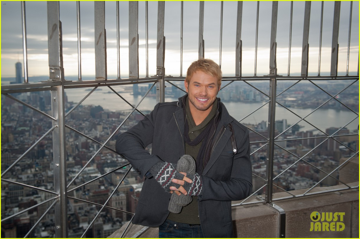 kellan lutz does a bollywood workout on kelly michael 063025445
