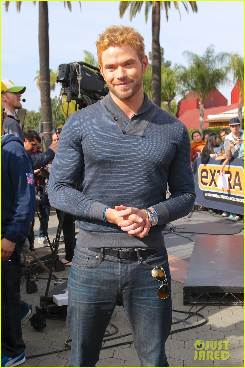 kellan lutz shows off underwear during hercules interview 023026631
