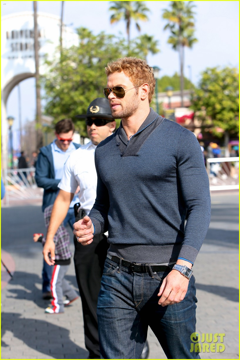 kellan lutz shows off underwear during hercules interview 143026643