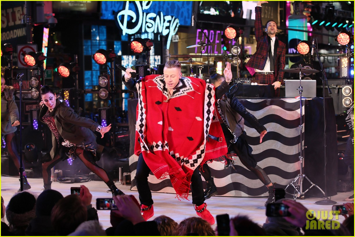 macklemore ryan lewis new years eve 2014 performance watch 06