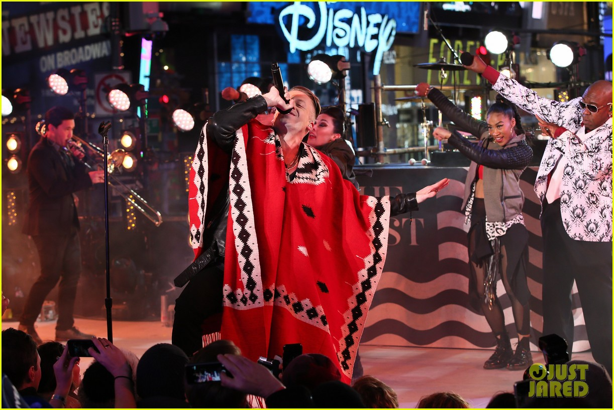 macklemore ryan lewis new years eve 2014 performance watch 103020941