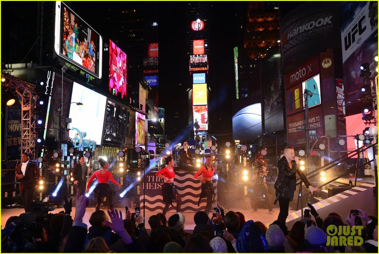 macklemore ryan lewis new years eve 2014 performance watch 143020945