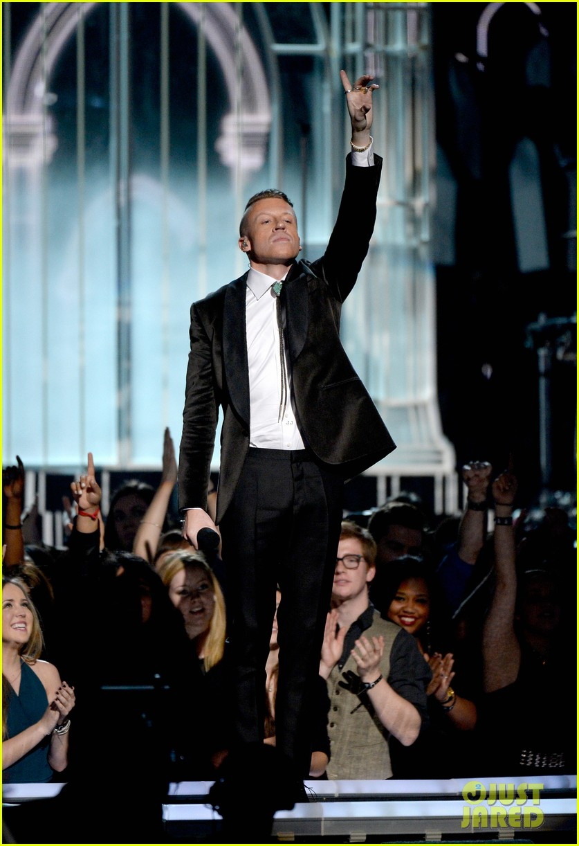 macklemore ryan lewis same love at grammys 2014 video 09