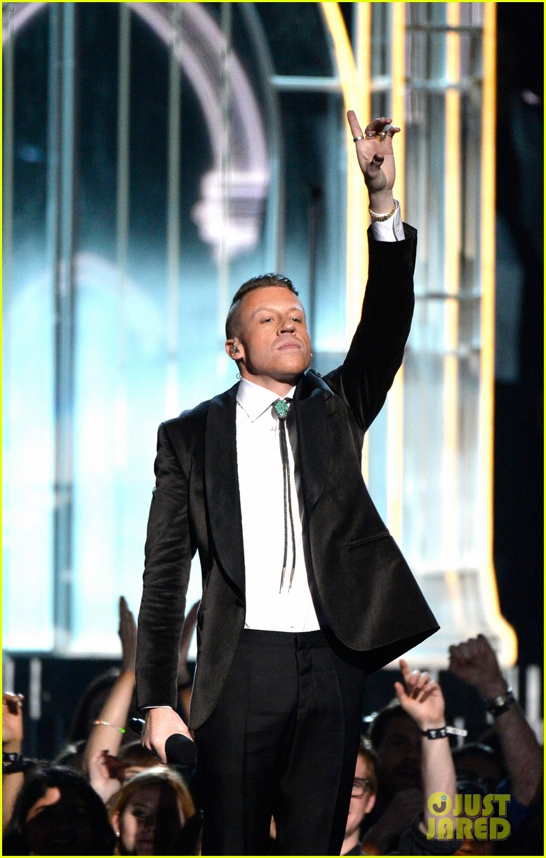 macklemore ryan lewis same love at grammys 2014 video 10
