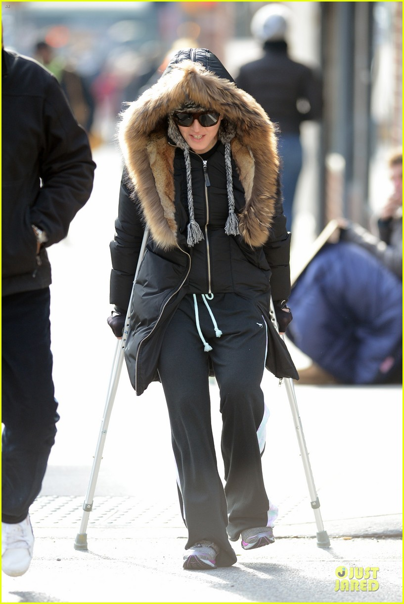 madonna steps out in crutches after grammy performing rumors 013033942